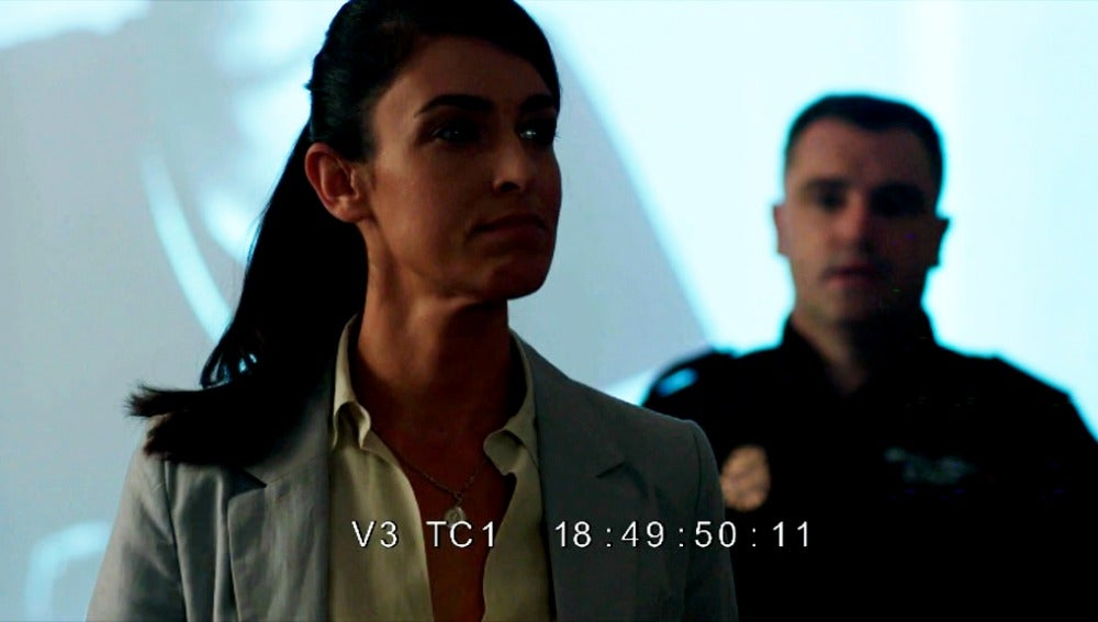 La inspectora Cortés enseña cómo hacer interrogatorios
