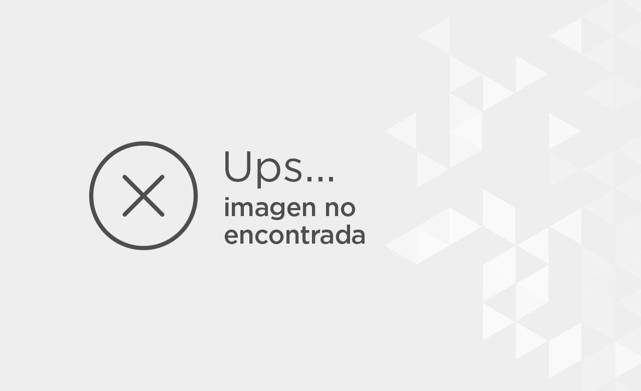 Kristen Stewart, con traje negro y zapatos 'oxford'