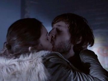 Gorka y Eva se besan apasionadamente