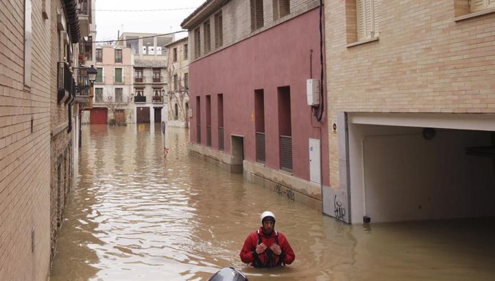 Tudela, anegada por el Ebro