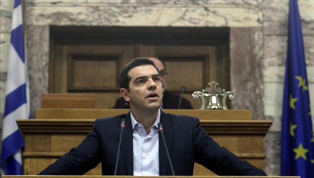 Alexis Tsipras pronuncia un discurso en el Parlamento griego