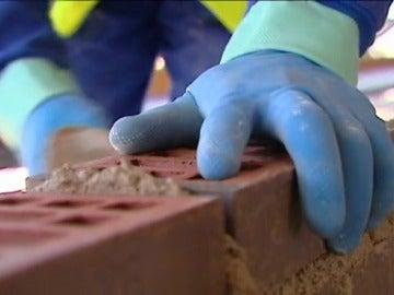 Después de siete años de crisis, el  sector de la construcción repunta