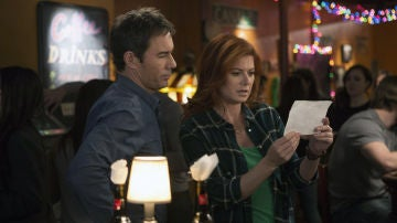 Eric McCormack y Debra Messing en 'The Mysteries Of Laura'