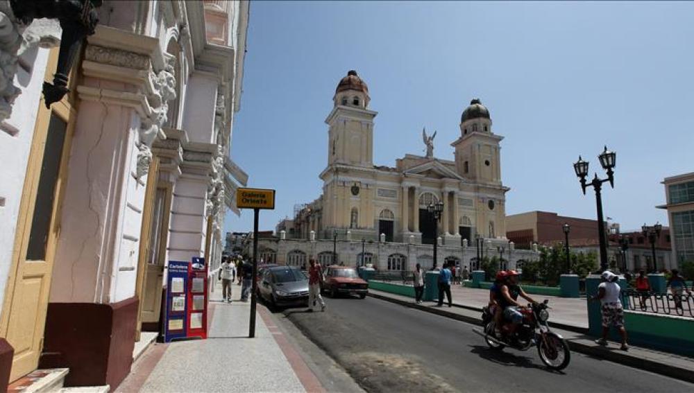 Fotografía tomada en julio de 2013 en al que se registró una vista general de la Catedral de Santiago de Cuba.