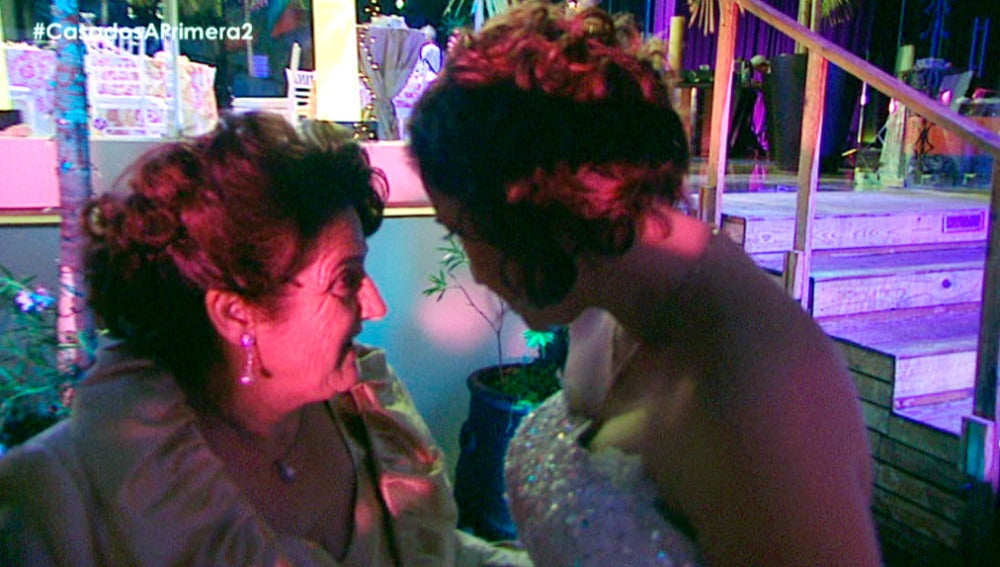 La madre de Salva le agua la fiesta de su boda a Gloria