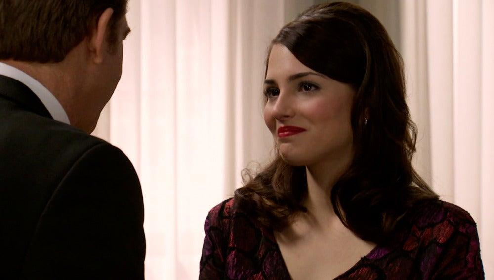 Lucía le pide a Víctor una oportunidad como artista en el Café Reyes
