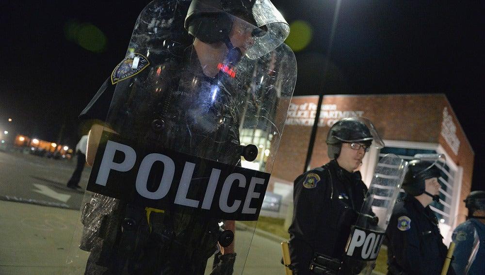 Agentes de policía en Ferguson, EEUU
