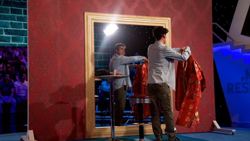 Flo, el reflejo en el espejo