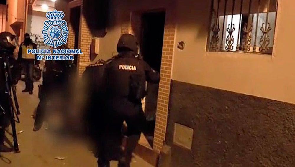 Agentes de la Policía Nacional detienen a un presunto yihadista