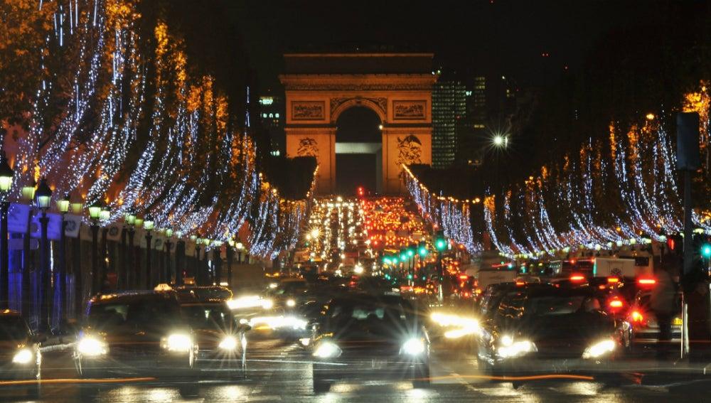 Coches en la noche de París
