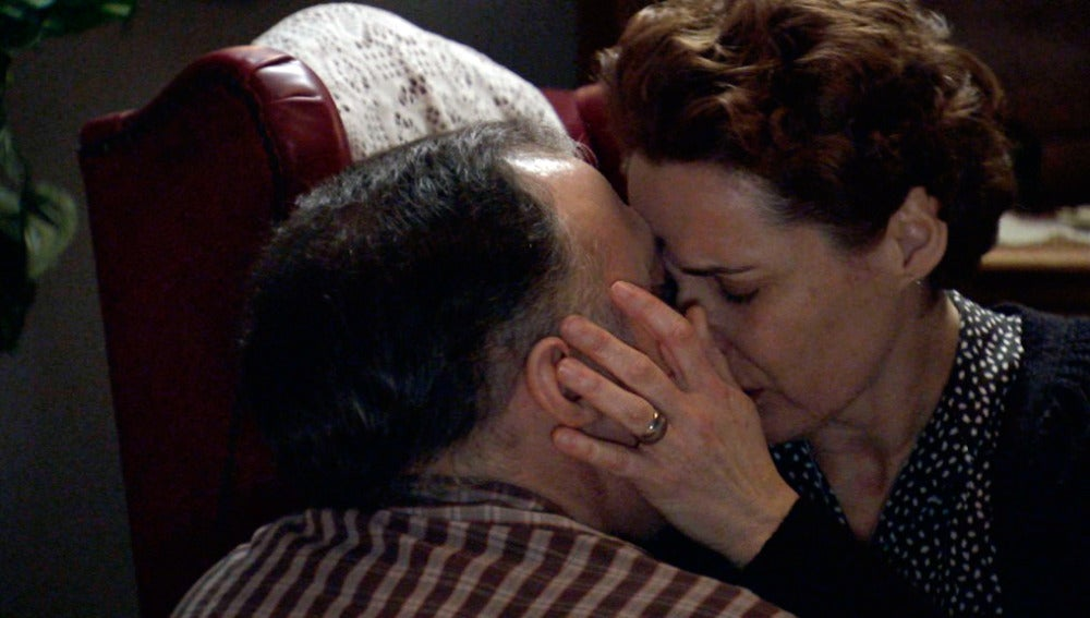 Serafina y Paco se besan de nuevo