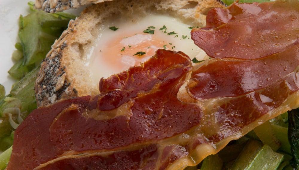 Borraja salteada con huevo y jamón