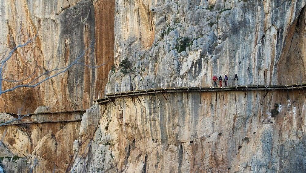 El Caminito del Rey recibe a los primeros excursionistas