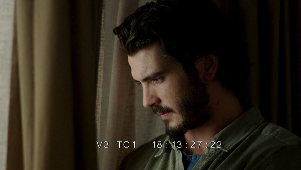 Víctor vigila a la familia Vega