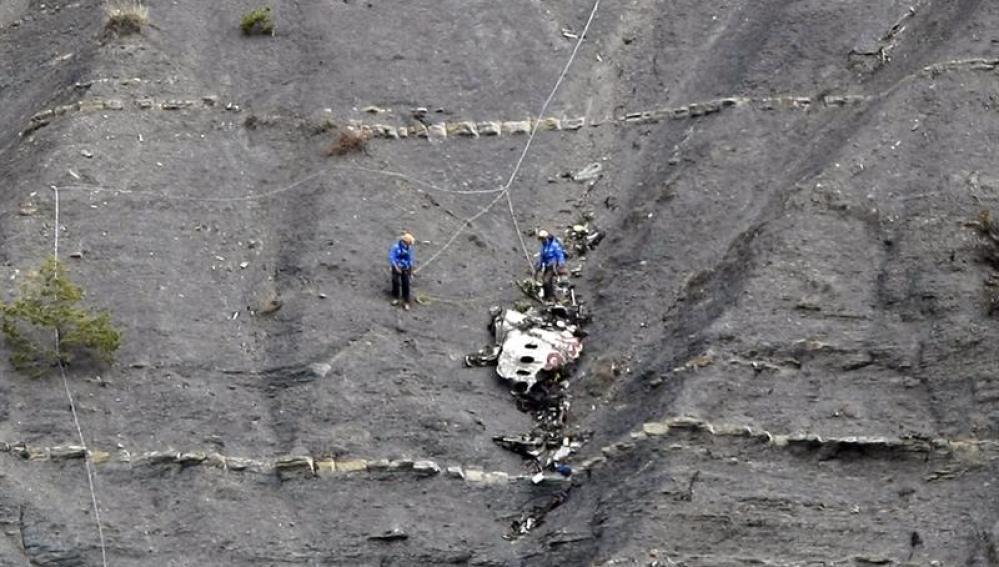 Operación de rescate de restos de las víctimas