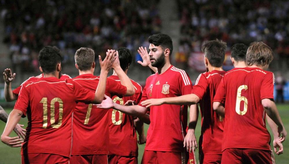 Los jugadores de la sub-21 celebran un gol ante Bielorrusia