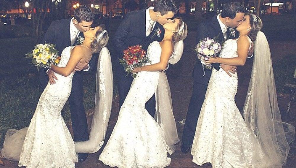 Imagen de las trillizas con sus esposos