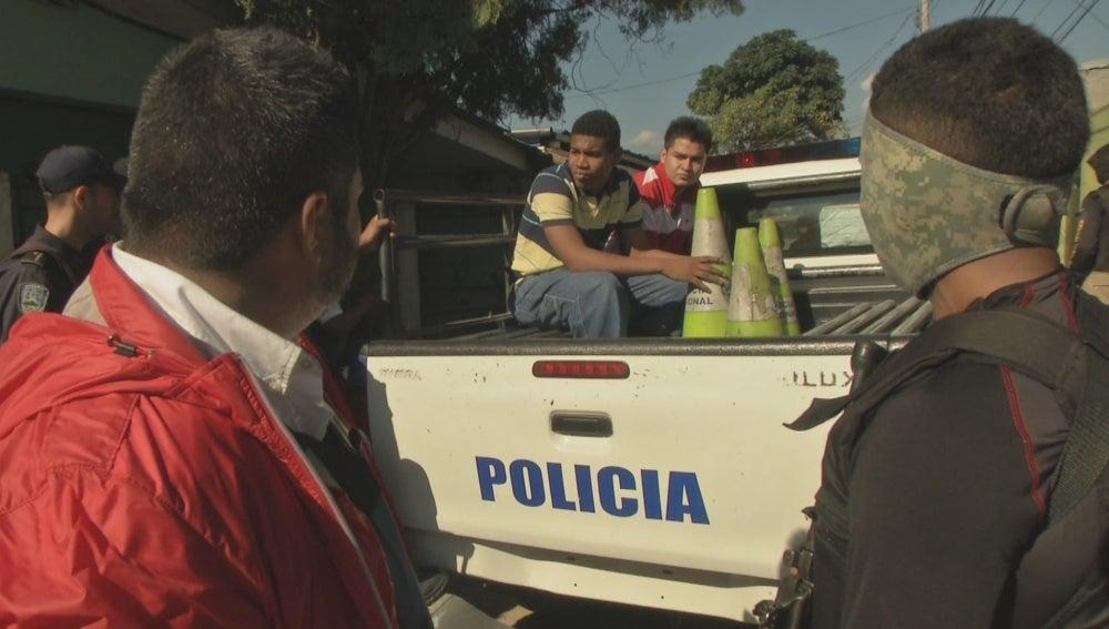 La policía detiene a dos pandilleros hondureños