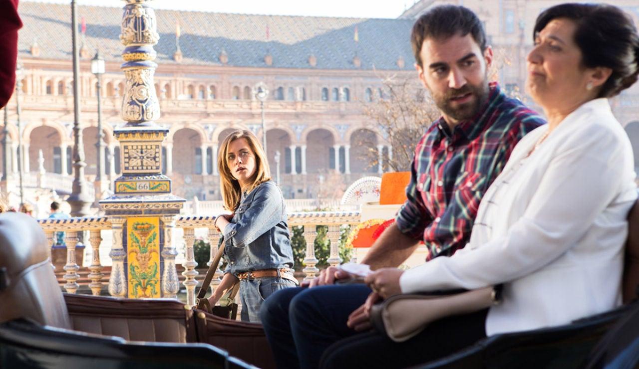 El primer encuentro entre Carmen e Iñaki en la Plaza de España de Sevilla