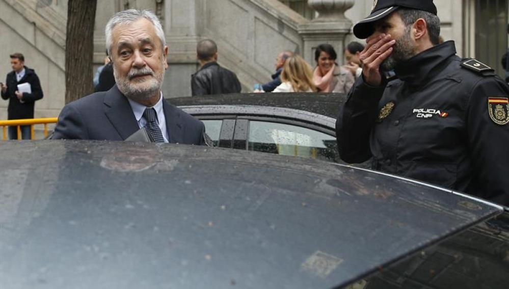 Griñán, a la salida del juzgado