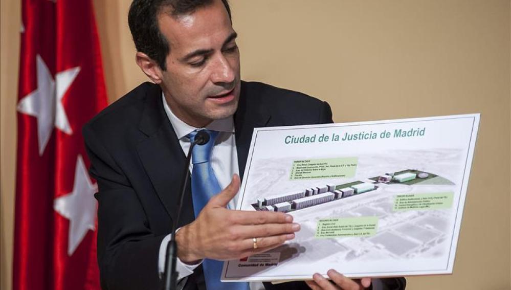 El portavoz del Gobierno de la Comunidad de Madrid, Salvador Victoria, en rueda de prensa.