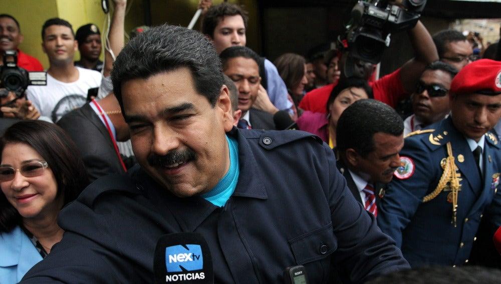 """Maduro acusa de """"agresión"""" a Obama pero dice de él que """"no es George Bush"""""""