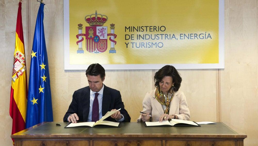 El ministro de Industria y la presidenta del Banco Santander