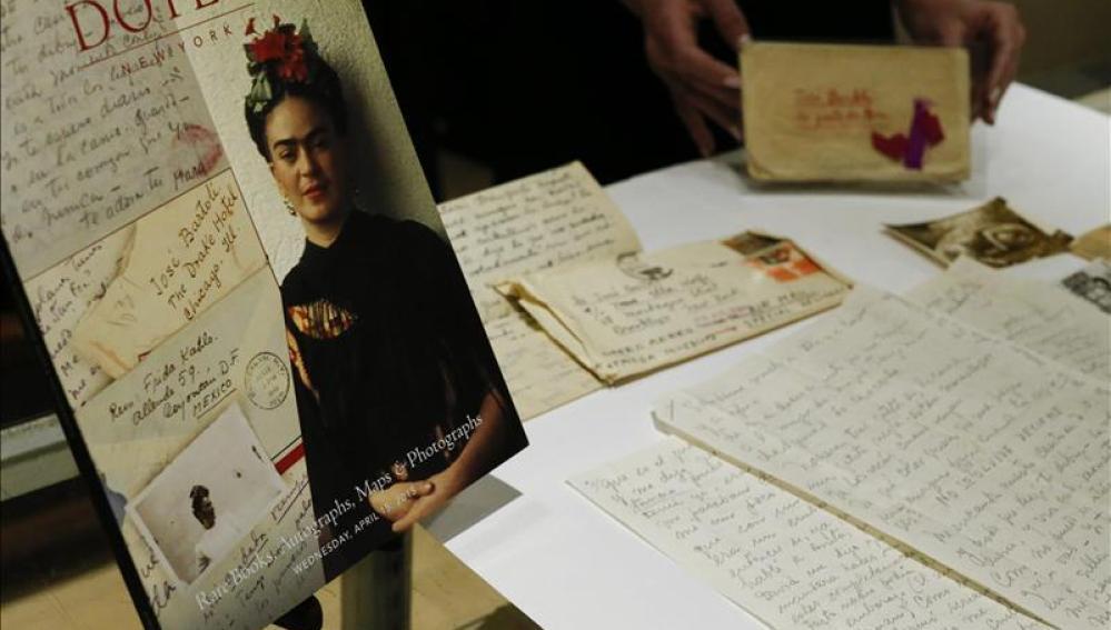 Subastan por 137.000 dólares 25 cartas entre Frida Kahlo y su amante español