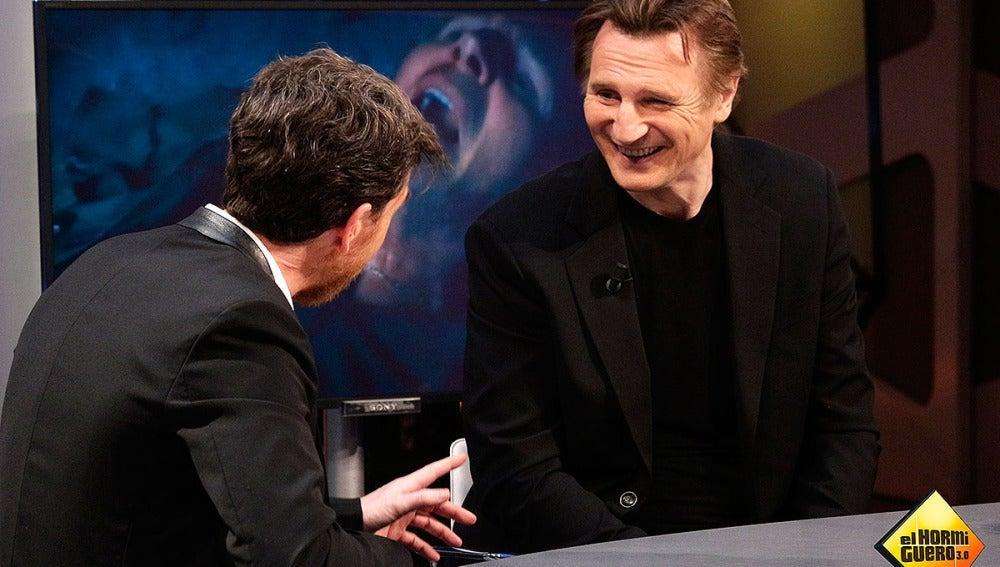 Liam Neeson y Pablo Motos en El Hormiguero 3.0