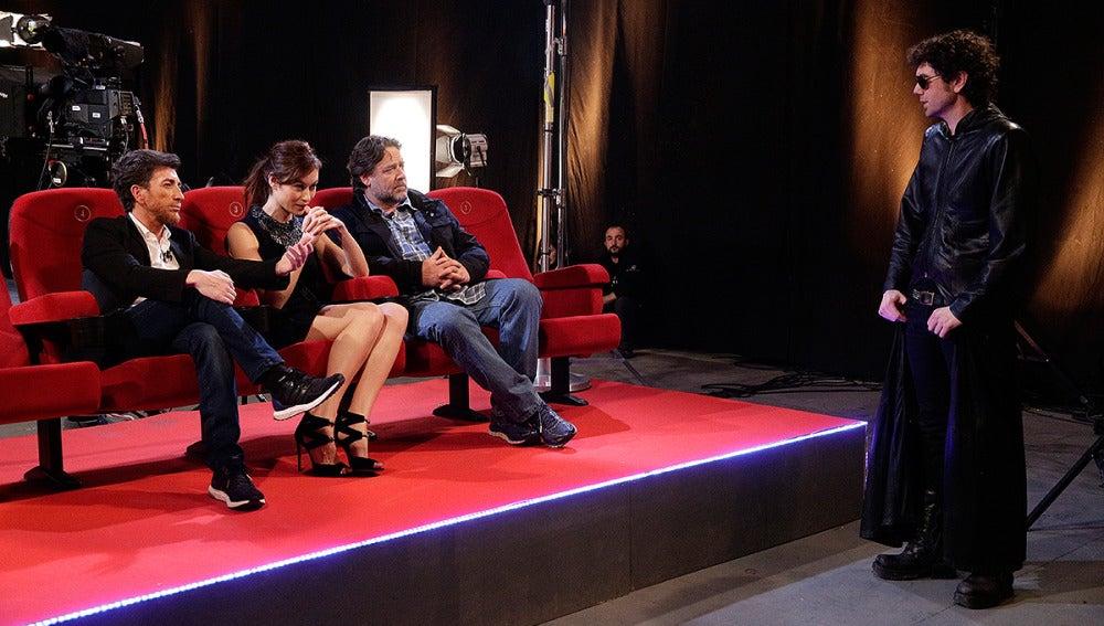 Russell Crowe y Olga Kurylenko con El Hombre de Negro en El Hormiguero 3.0