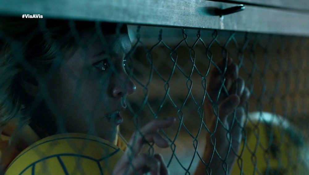 Macarena consigue el favor de Anabel durante el registro de celdas