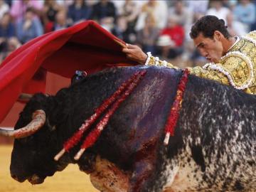 El diestro Pepe Moral durante la faena de su segundo toro