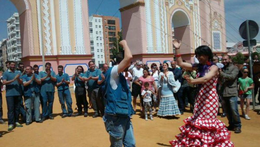 Teresa Rodríguez, líder de Podemos en Andalucía, bailando sevillanas