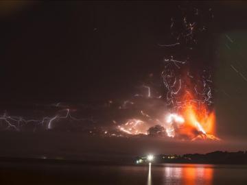 El volcán activo Calbuco en Puerto Montt, ubicado a 1000 kilómetros de Santiago de Chile.