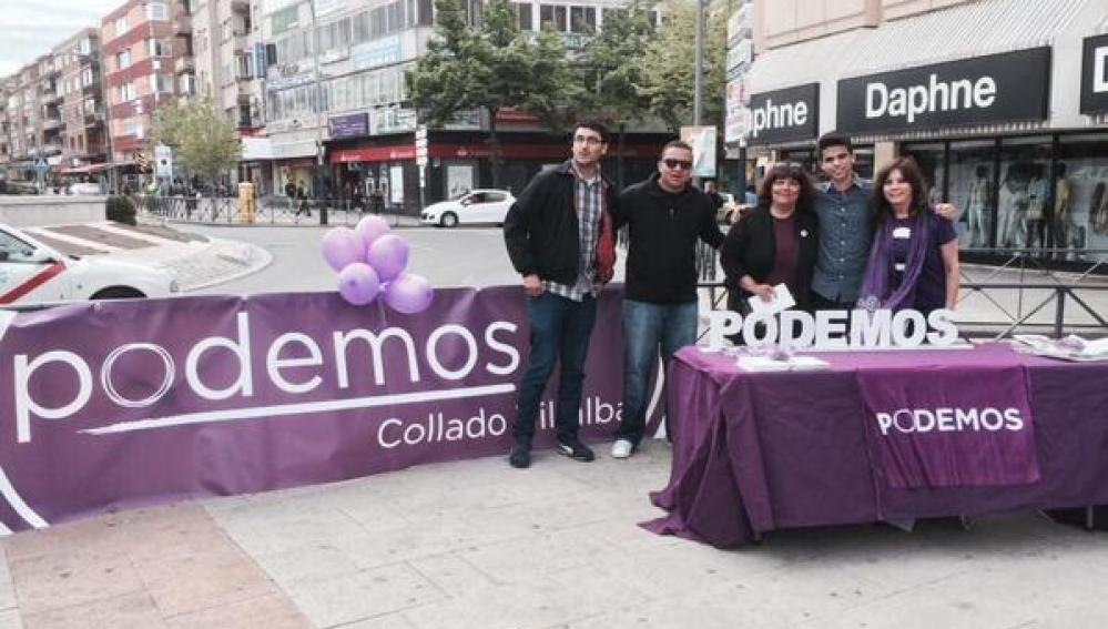 Mesa informativa de Podemos en Collado Villalba