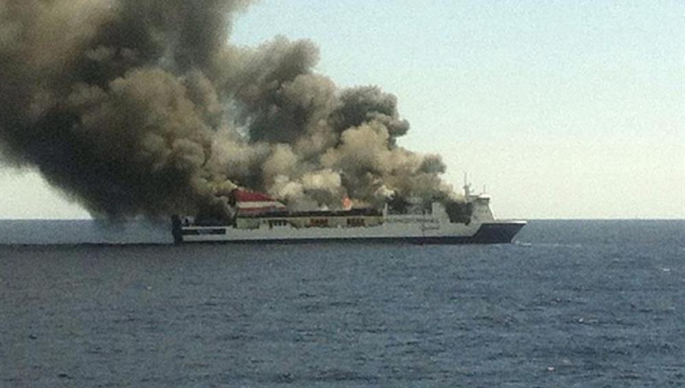 Ferry evacuado