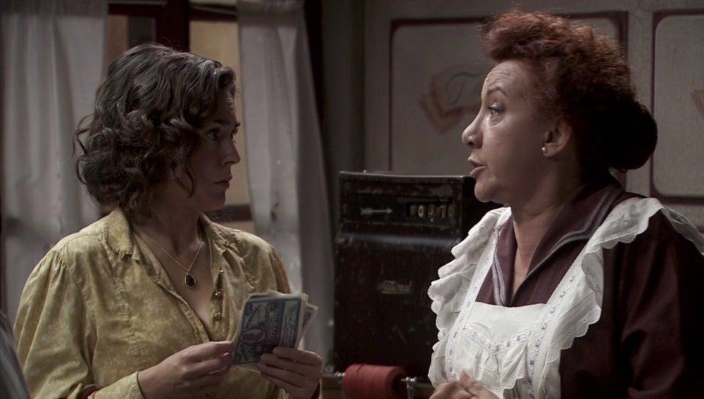 Pedro no cree que Dolores esté pagando a Gracia para entretener a Hipólito