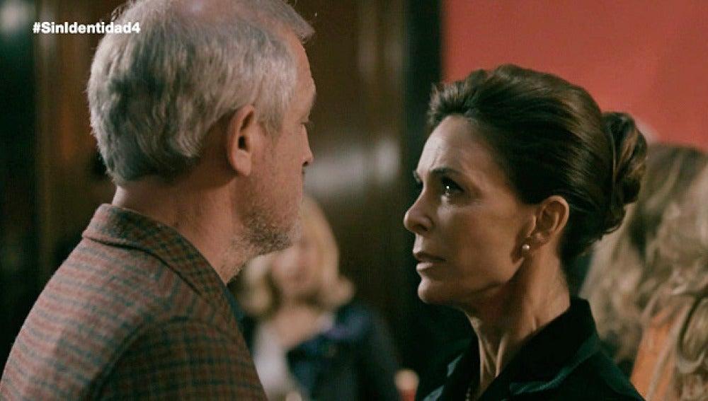 Francisco humilla a Luisa en público