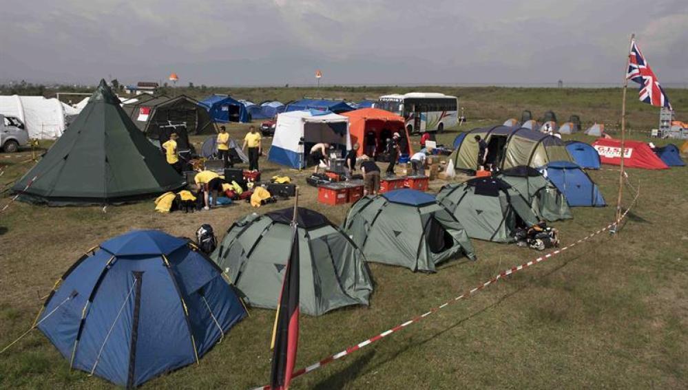 Vista general del campamento para el personal de búsqueda y rescate