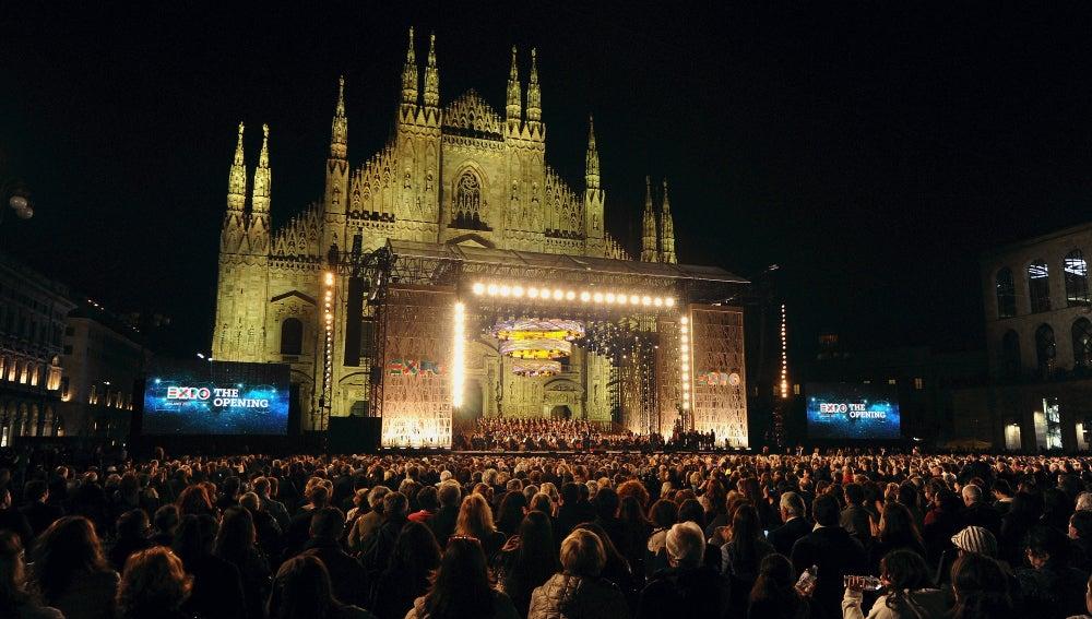 Así lucía la plaza del Duomo de Milán en la gala de inicio de la Expo 2015