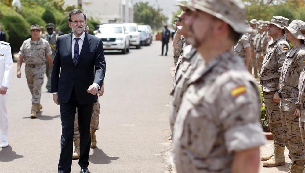 Rajoy, en la Escuela de Mantenimiento de la Paz, en Mali.