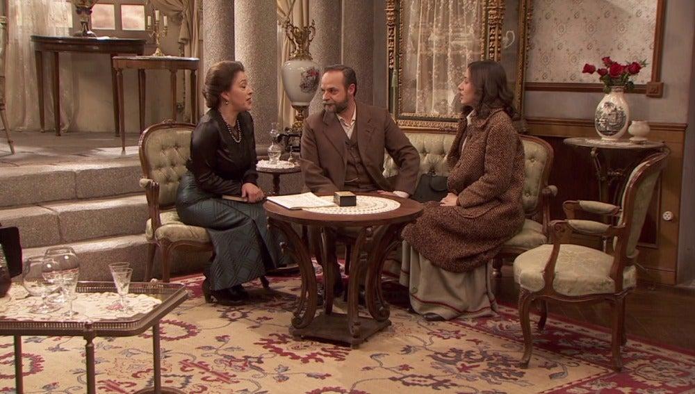 Aurora invita a Raimundo y Francisca a su boda
