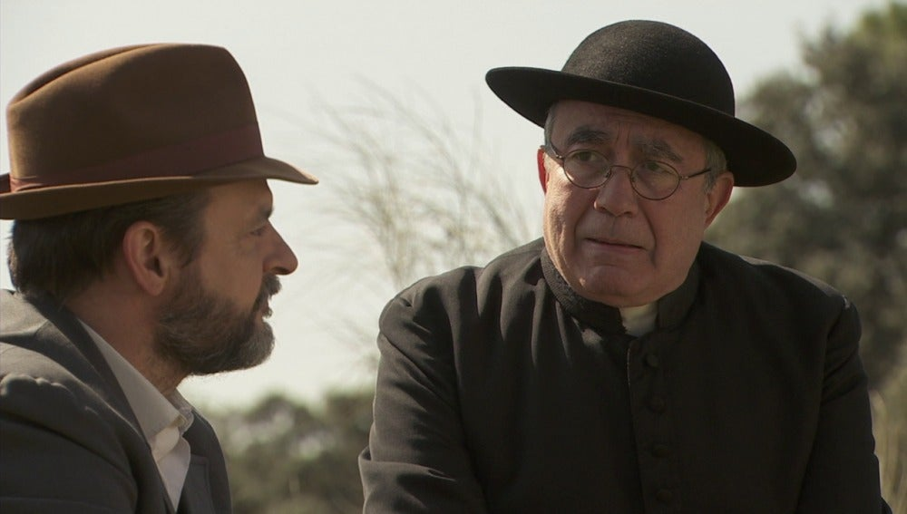 Don Anselmo pide a Raimundo que acuda al cumpleaños de Emilia