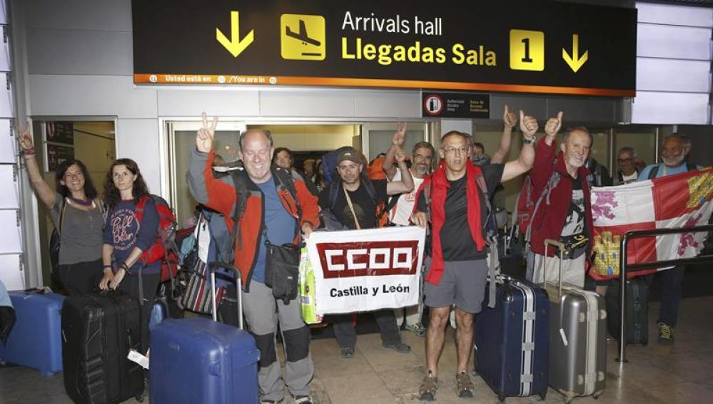 Aterriza en Barajas el avión con 21 turistas españoles procedentes de Nepal