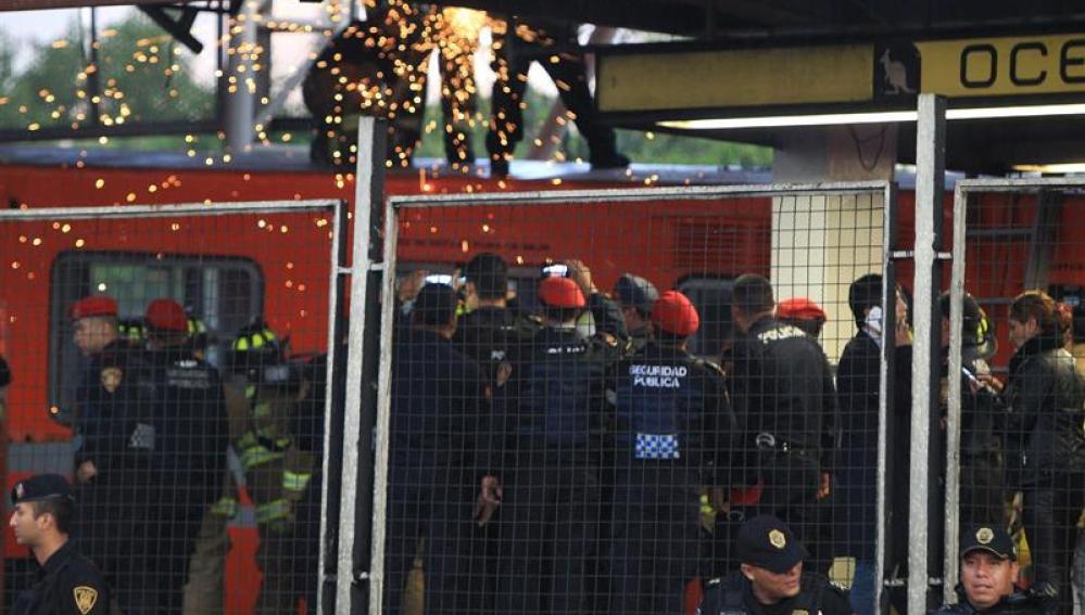 Al menos diez heridos al chocar dos trenes en el Metro de Ciudad de México