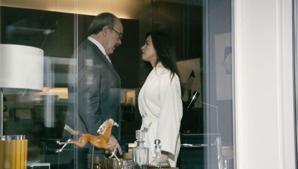 Amparo enfrenta a Enrique por planear su divorcio