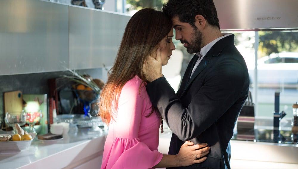 Bruno le asegura a Amparo que no se divorciará de ella