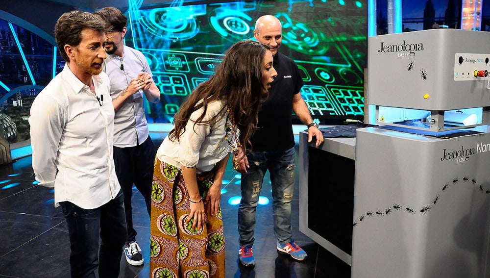 Oona Chaplin con Marron  en El Hormiguero 3.0