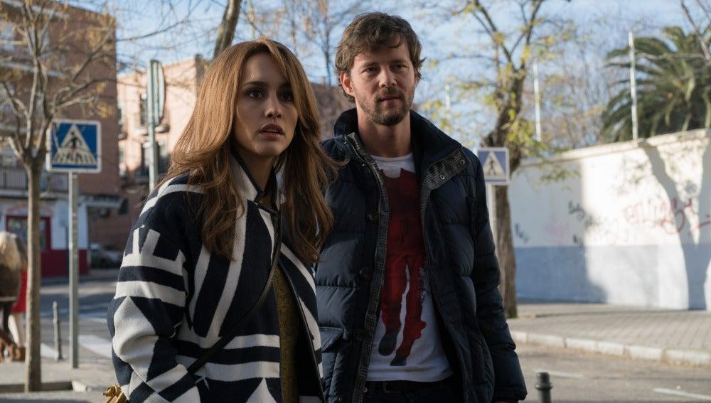 María y Pablo ven cuando estalla la bomba