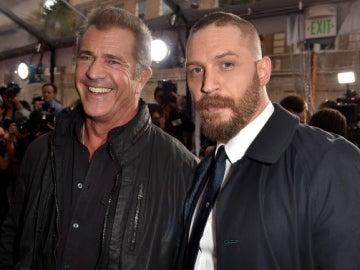 Mel Gibson y Tom Hardy en la premiere
